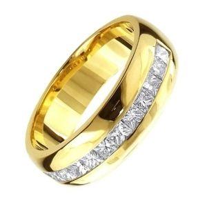 anillo de boda de oro con brillantes