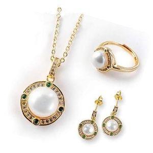 conjunto o juego de anillo, cadena y pendientes de oro con perlas