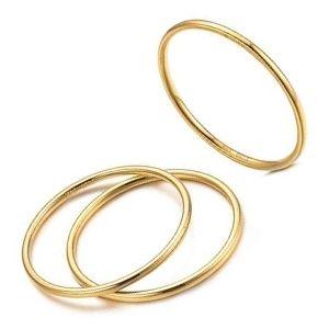 conjunto o juego de anillos de oro