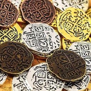 monedas de oro amarillo y blanco antiguas