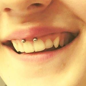 piercing smile de acero