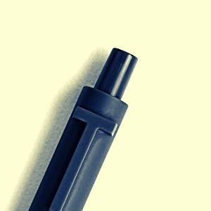 pulsador del bolígrafo negro