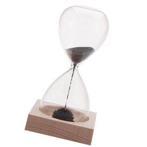 reloj de arena con base de madera