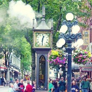 reloj de vapor en la calle