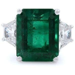 anillo de mujer, de oro blanco de 18 k, con esmeralda y diamantes