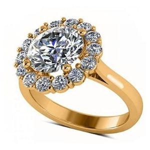 anillo de compromiso tipo halo, de oro amarillo de 18k, con diamantes