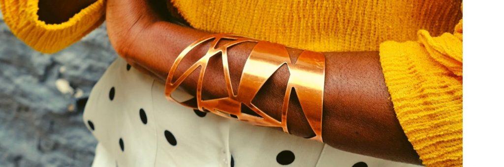 los brazaletes de oro amarillo son los accesorios perfectos
