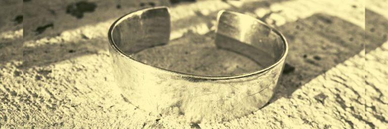 por que comprar un brazalete de oro para hombre